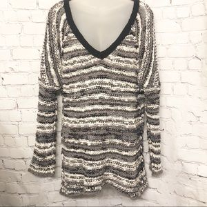 FREE PEOPLE GREY & WHITE DEEP V NECK SWEATER SMALL